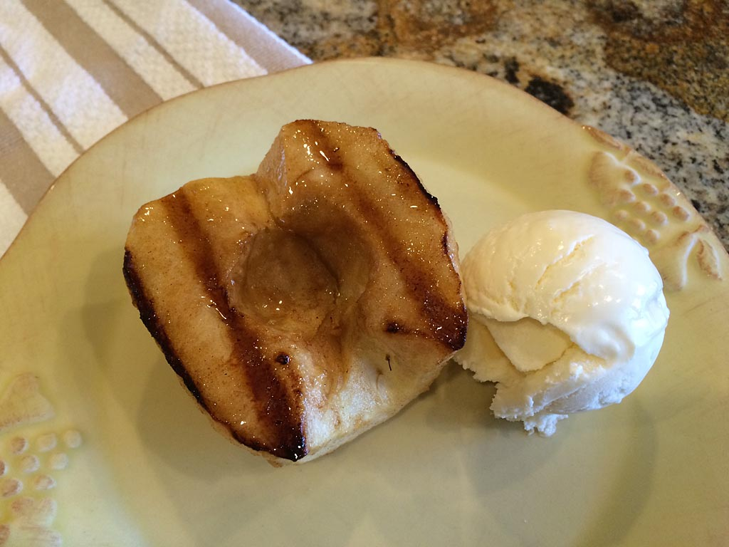 Grilled apple with vanilla ice cream