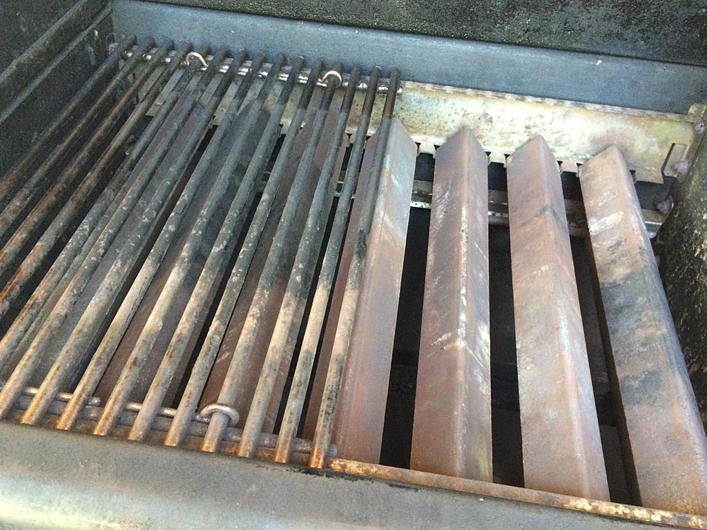 Reinstalling the Flavorizer bars and cooking grates