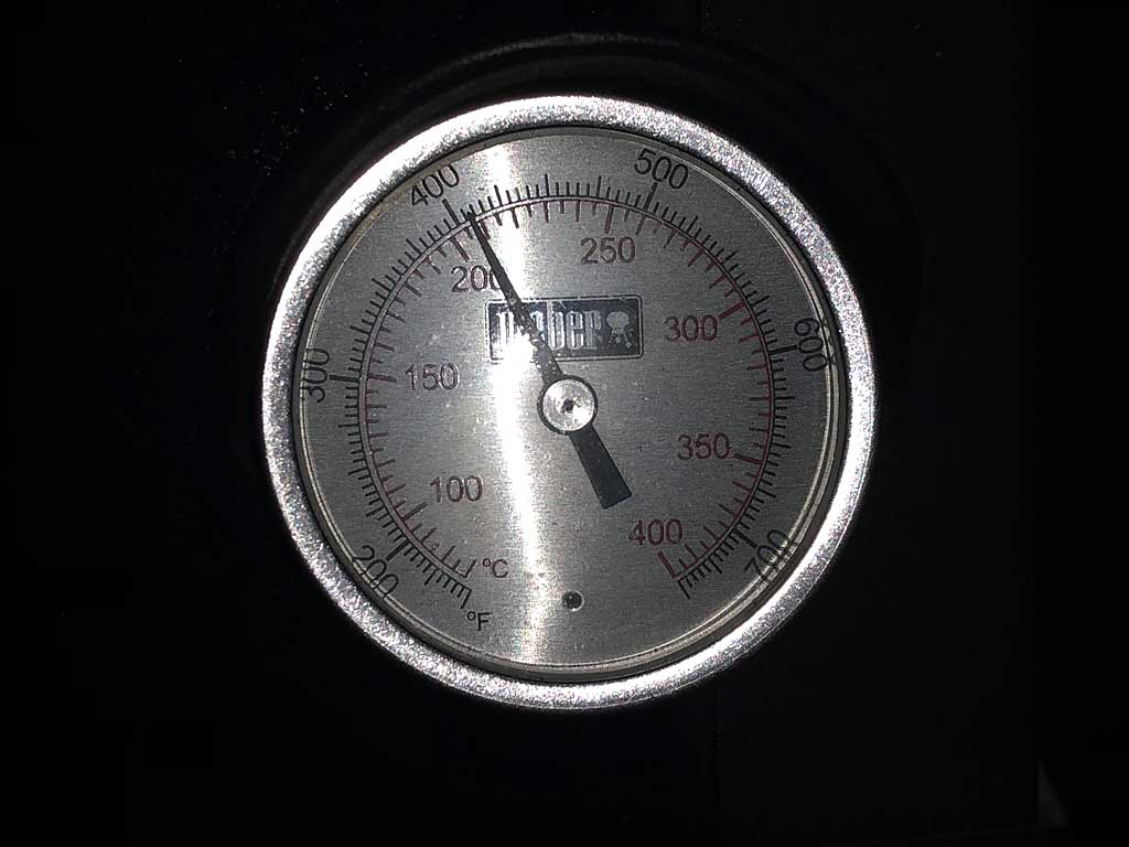 Lid thermometer measuring just over 400F