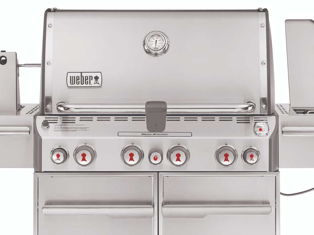 Summit S-470 with Snap-Jet burner control knobs