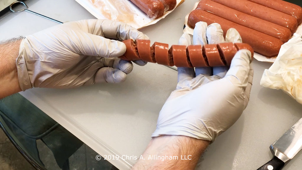 Stretching a spiral-sliced hot dog